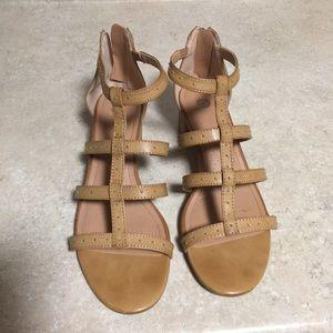 Dressbarn tan sandals size 8M